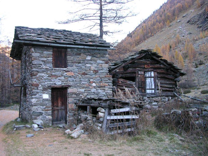 Passeggiata al villaggio di vermiana vermianaz nella for Disegni di case abbandonate